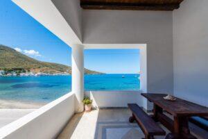 5.Apartment on the Beach (Upper Floor)